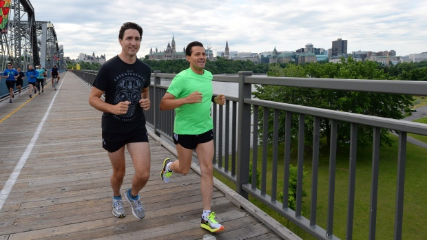 Prime Minister jogs with President Nieto across the Alexandra Bridge
